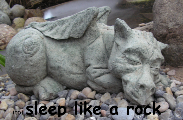 to sleep like a rock in Portuguese